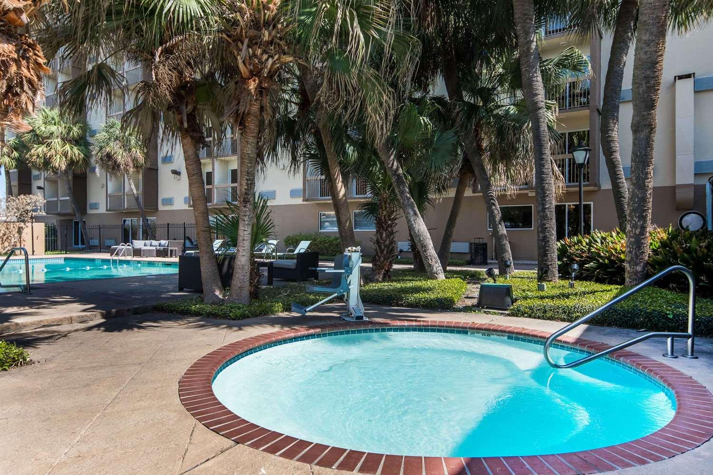 Pool - Wyndham Garden Hotel Airport Metairie