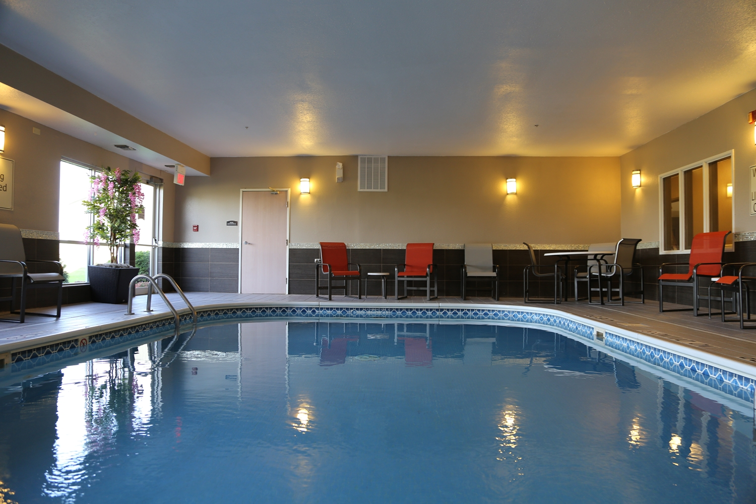 Pool - Best Western Pearl City Inn Muscatine