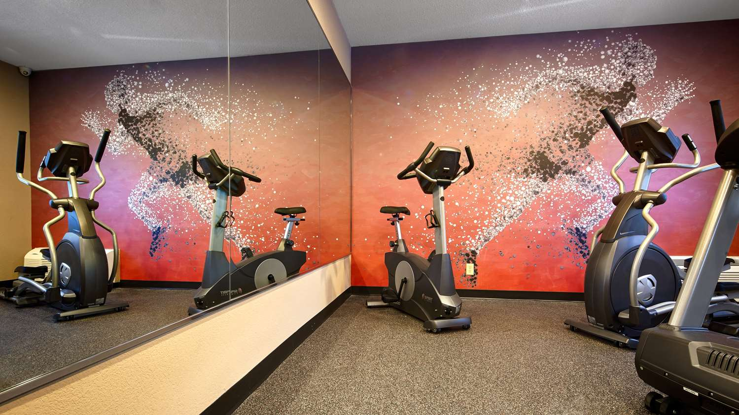 Fitness/ Exercise Room - Best Western Pearl City Inn Muscatine