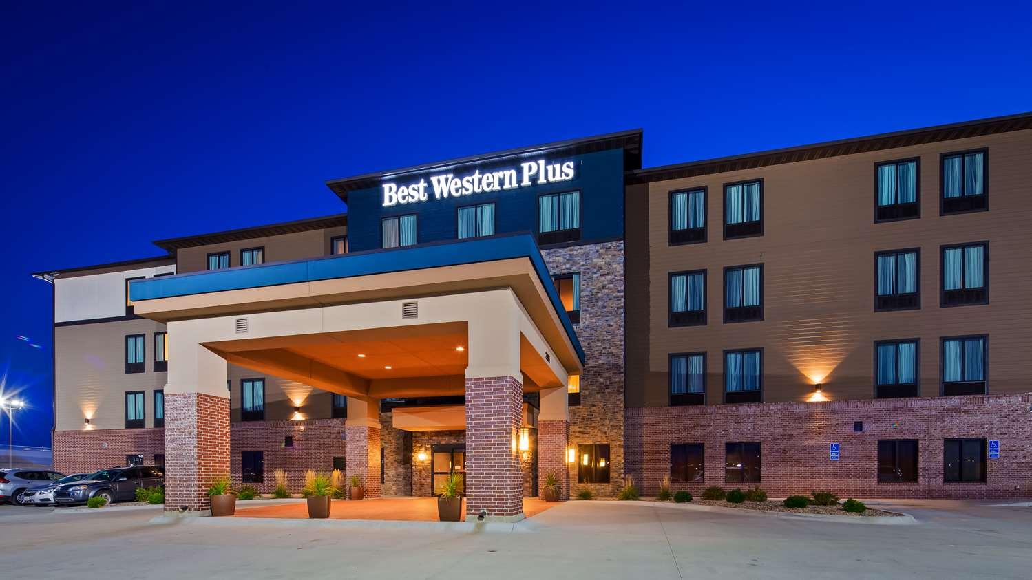 hotels chicago schiller image hare en hotel o near motel il zoo exterior park getbrandname lincoln motels in