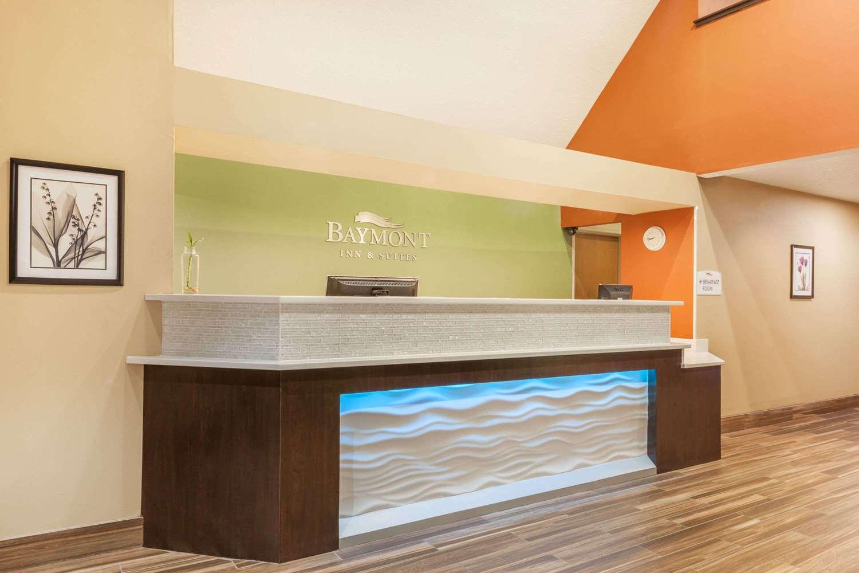 Lobby - Baymont Inn & Suites Newark