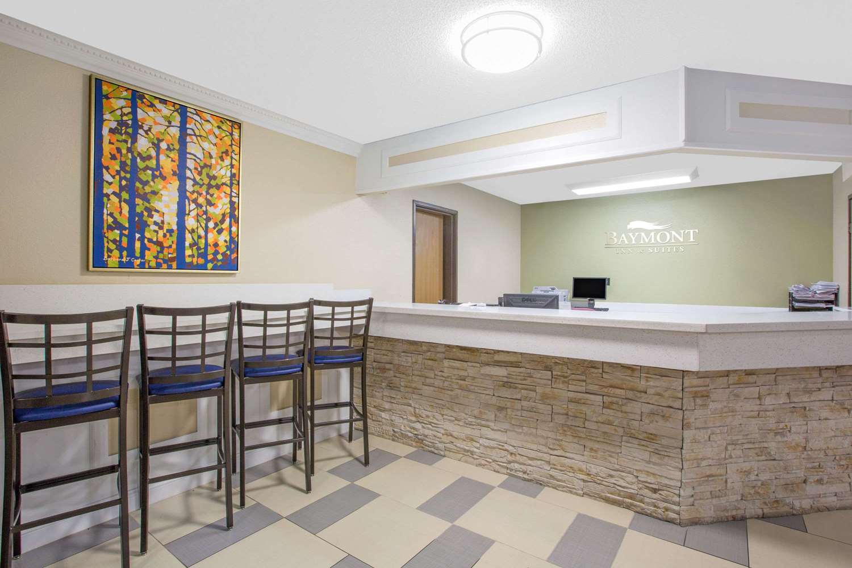 Lobby - Baymont Inn & Suites Ames
