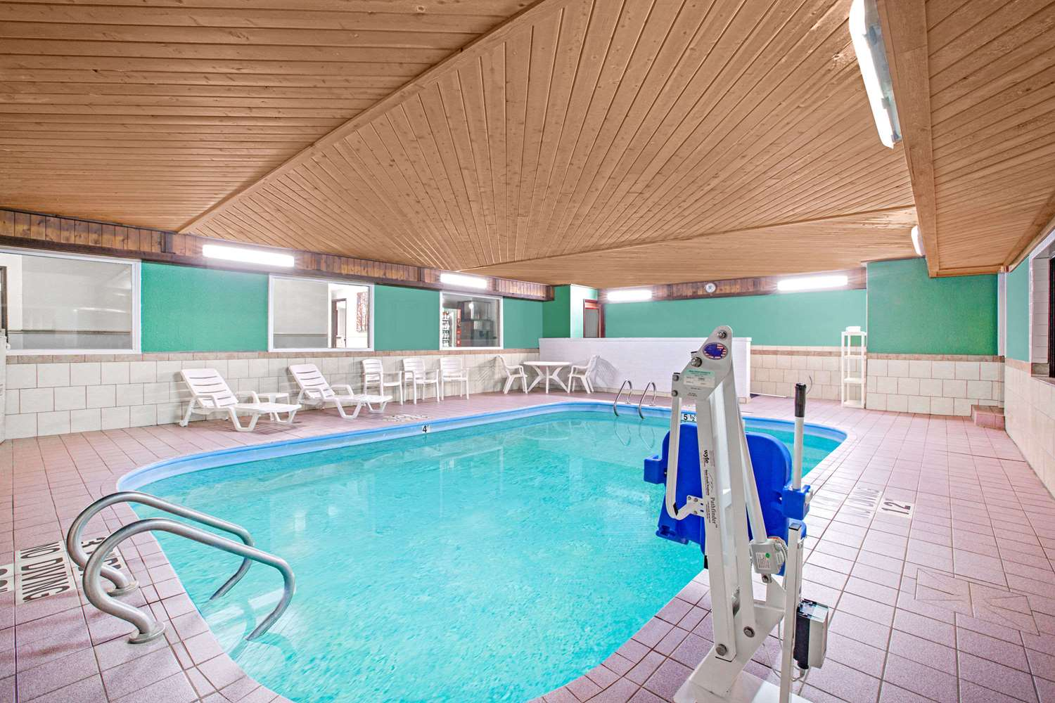 Pool - Baymont Inn & Suites Ames
