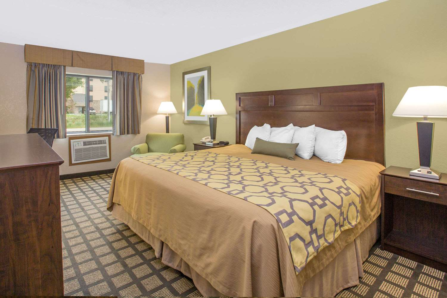 Room - Baymont Inn & Suites Ames