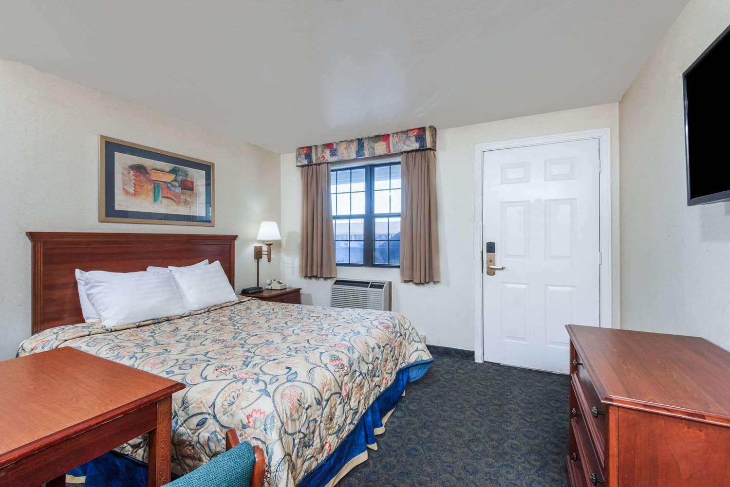 Suite - Knights Inn North Attleboro