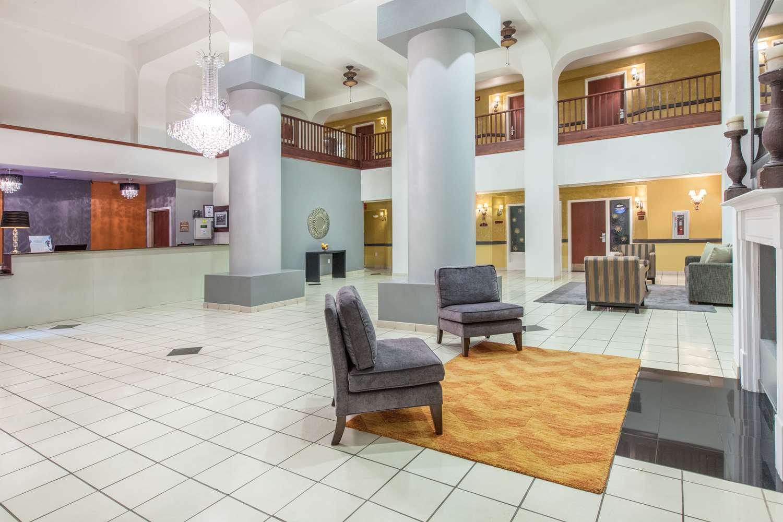 Lobby - Baymont Inn & Suites West Lubbock