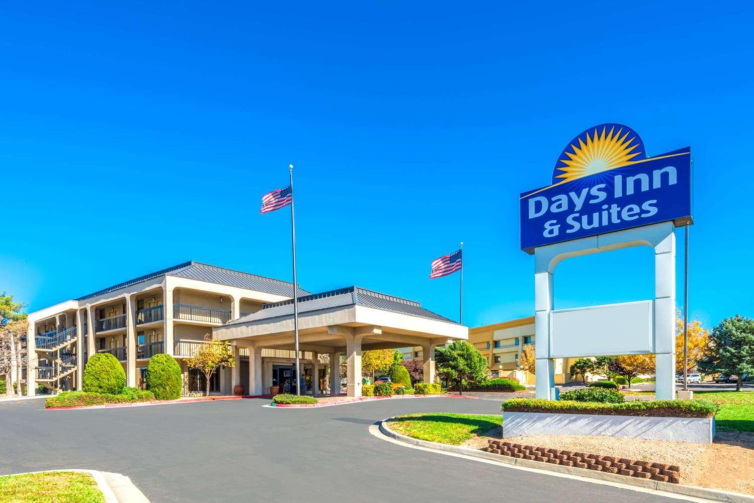 Exterior view - Days Inn & Suites North Albuquerque
