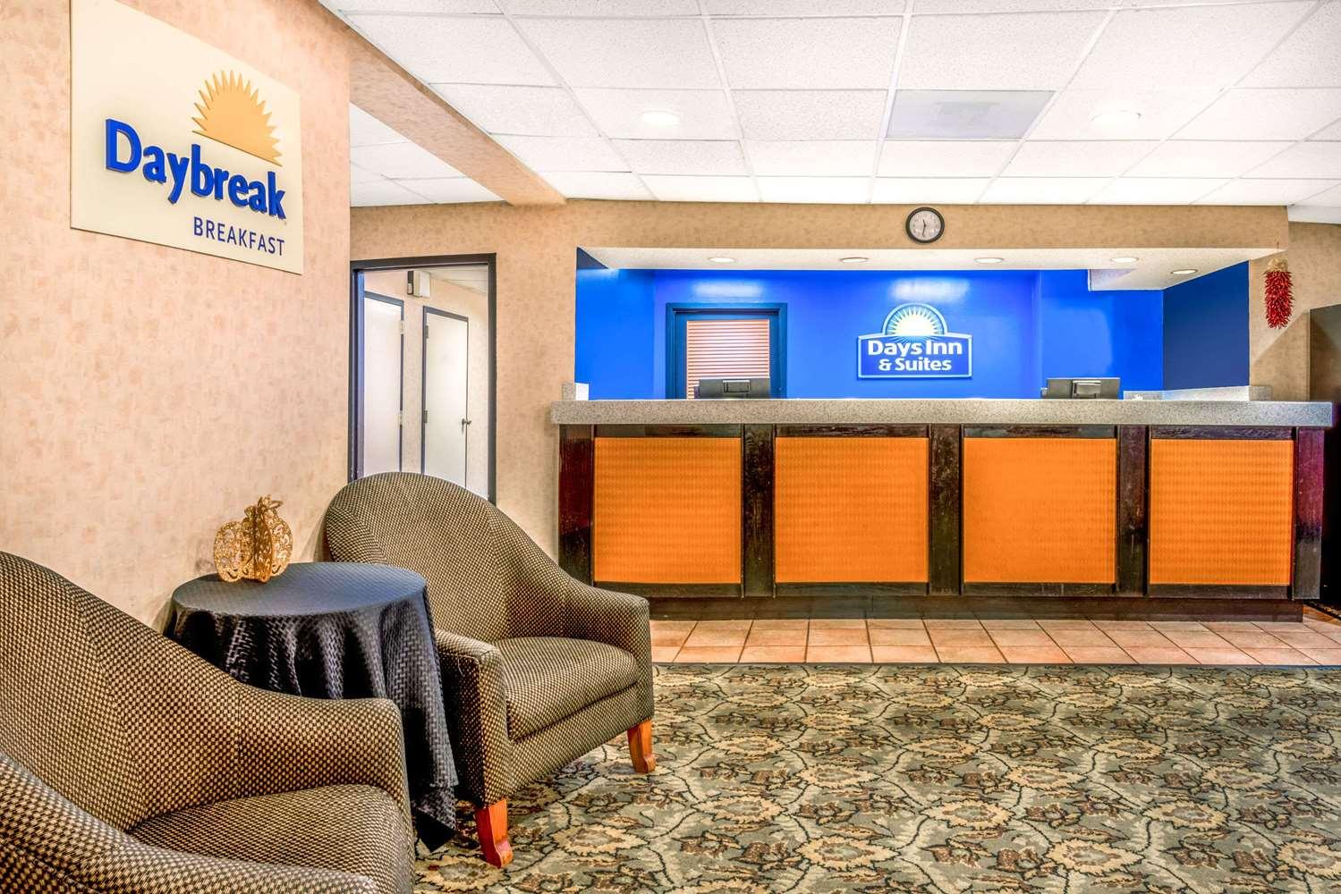 Lobby - Days Inn & Suites North Albuquerque