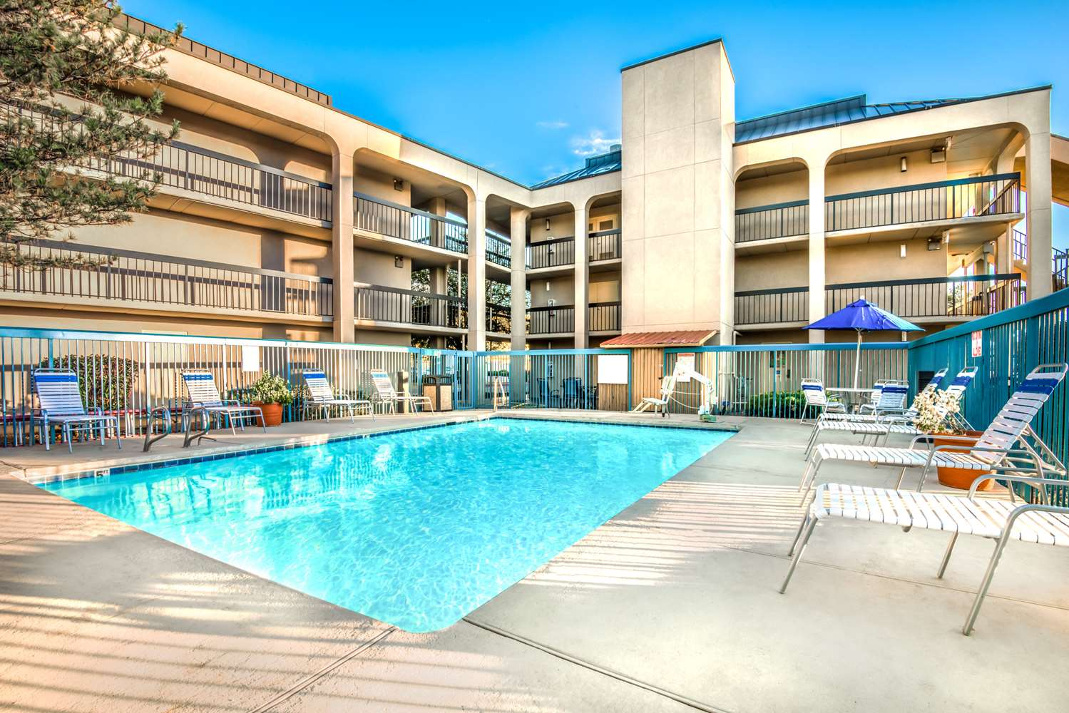 Pool - Days Inn & Suites North Albuquerque