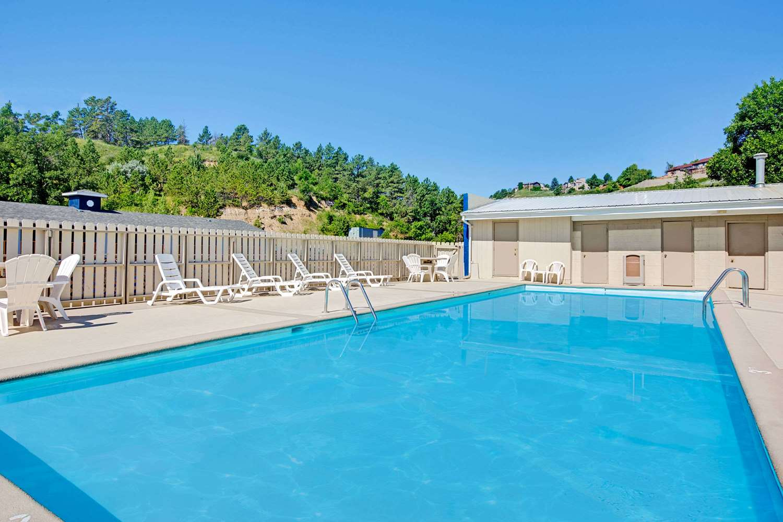 Pool - Travelodge Rapid City