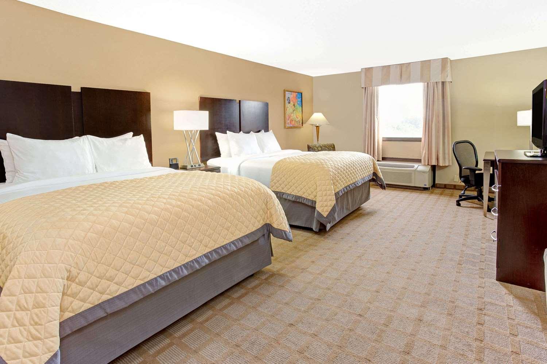 Room - Wyndham Garden Hotel Shreveport