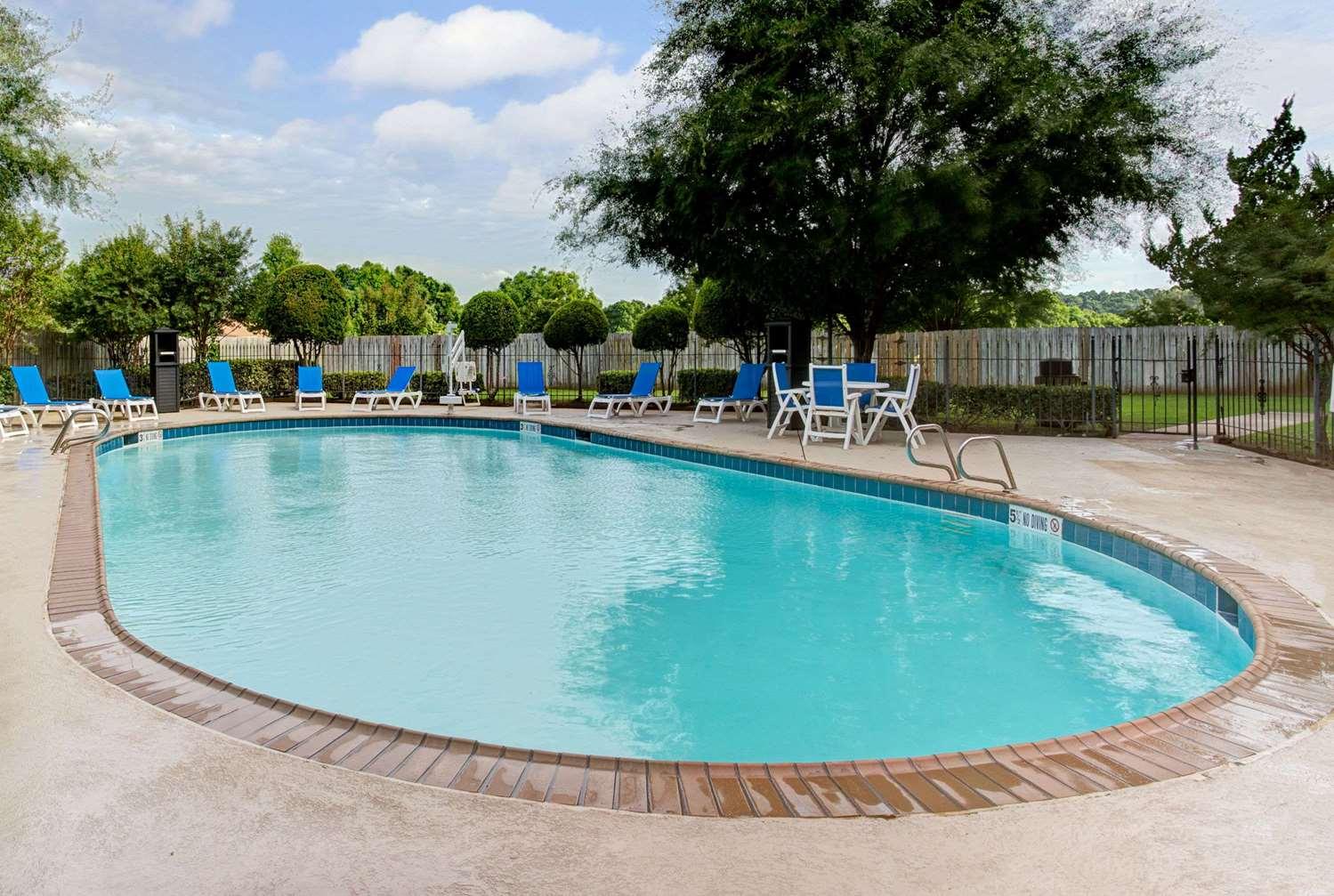 Pool - Wyndham Garden Hotel Shreveport