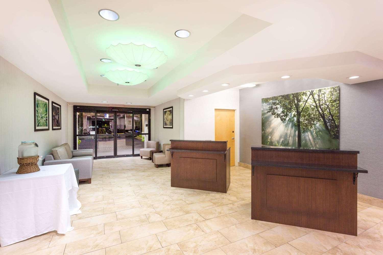 Lobby - Wyndham Garden Hotel Airport Greenville