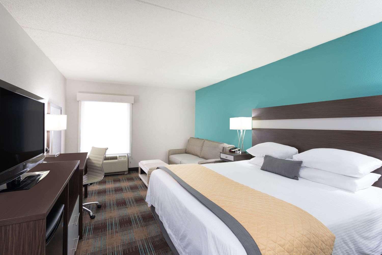 Room - Wyndham Garden Hotel Airport Greenville