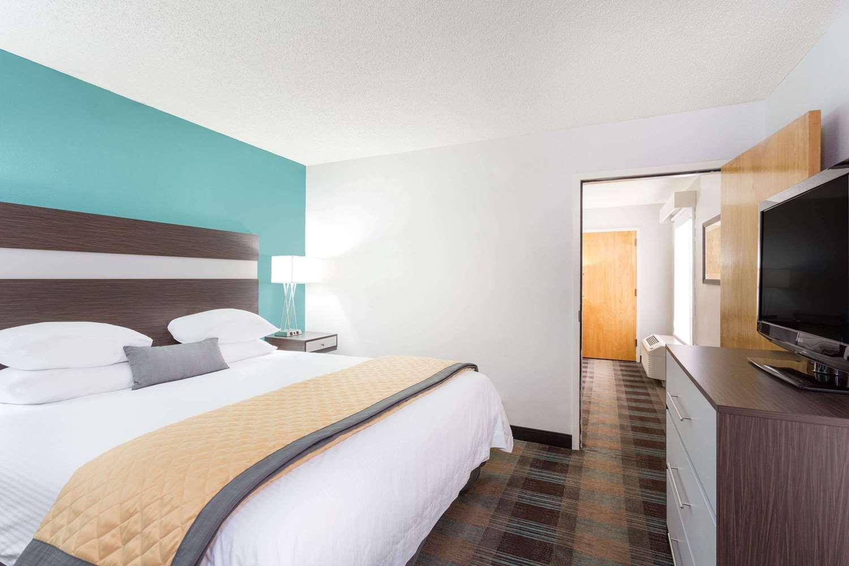 Suite - Wyndham Garden Hotel Airport Greenville