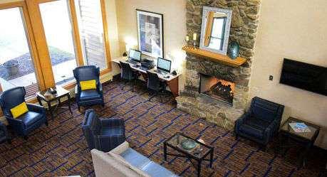 Lobby - Wyndham Garden Hotel North Fort Wayne