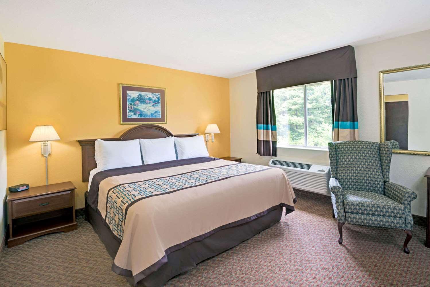 Suite - Days Inn Siler City