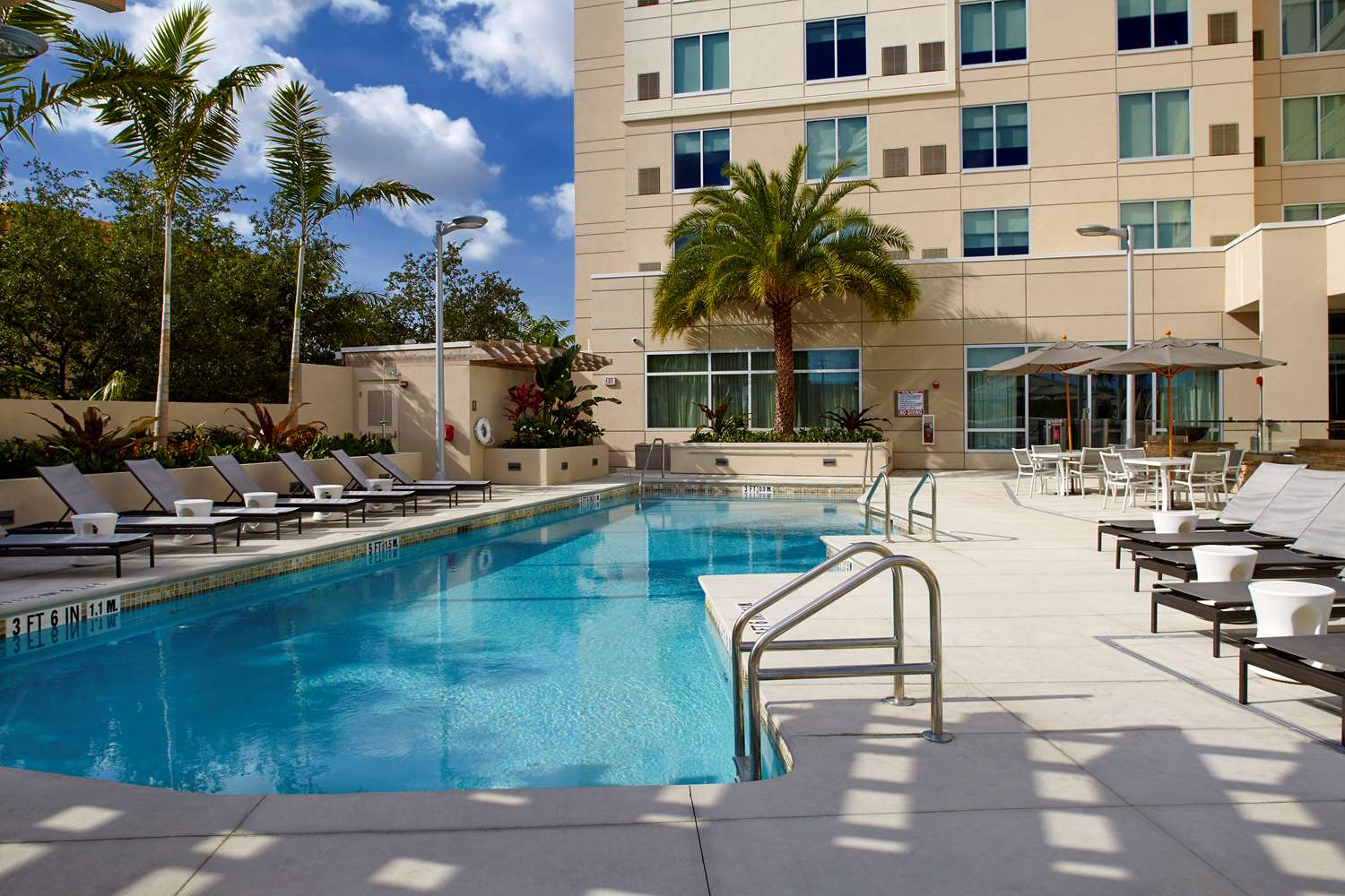 Pool - Hyatt Place Hotel Miami Airport East
