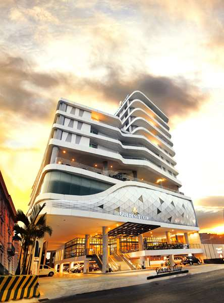 View of the hotel Pontianak GOLDEN TULIP PONTIANAK. The hotel includes the following equipment: Restaurant, Free wifi, Meeting rooms, Air conditioning in rooms, Parking, Parking available for a fee, Secure parking, Pool outdoor.