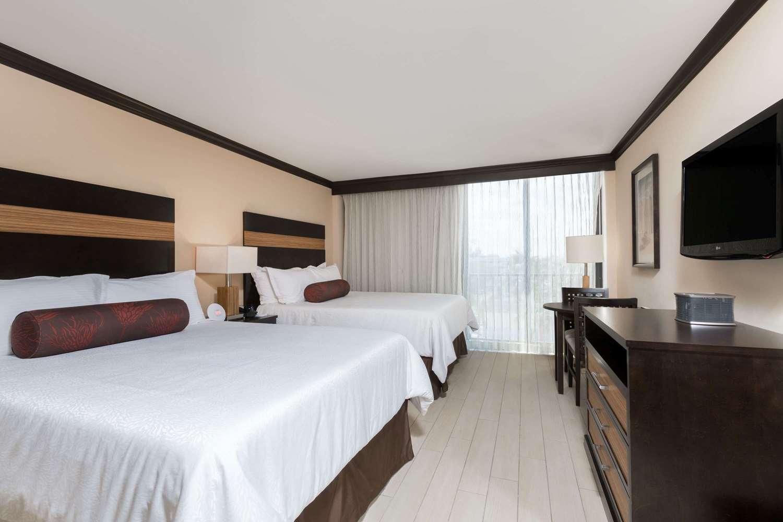 Room - Wyndham Deerfield Beach Resort