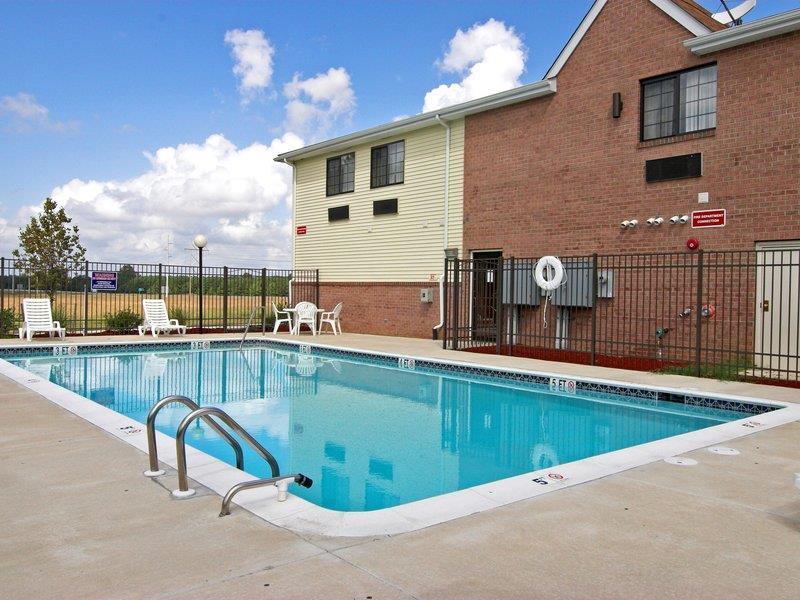 Pool - Best Western Denton Inn