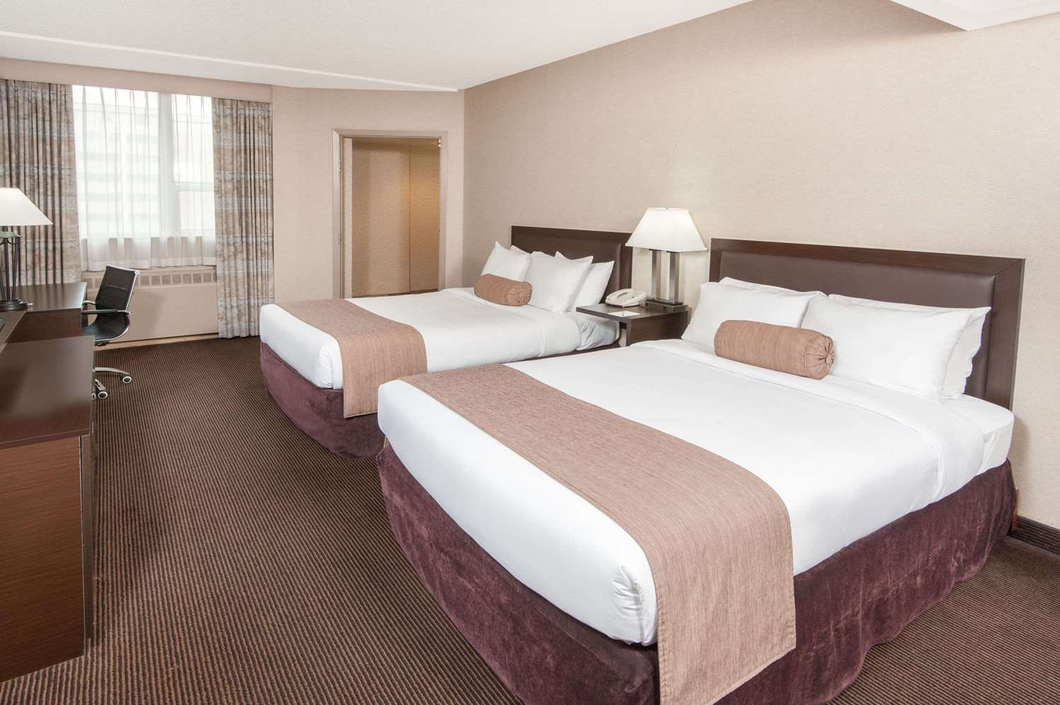 Room - Ramada Hotel Downtown Calgary