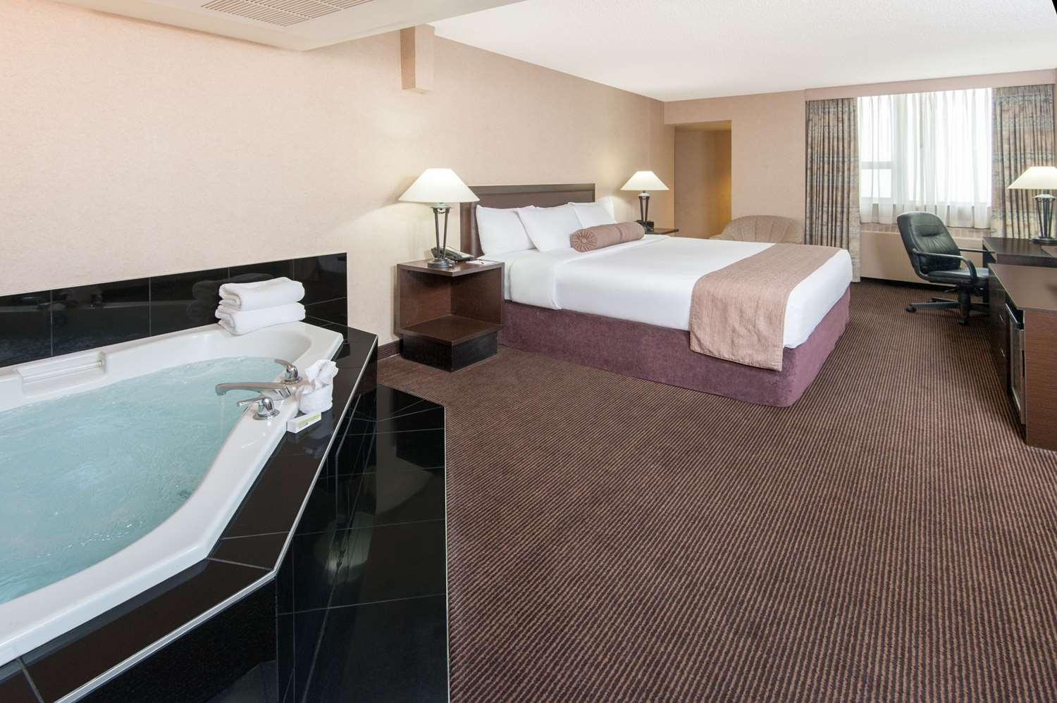 Suite - Ramada Hotel Downtown Calgary