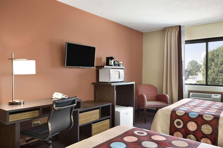 Room - Super 8 Hotel Carbondale