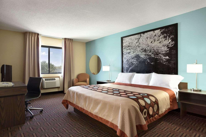 Suite - Super 8 Hotel Carbondale