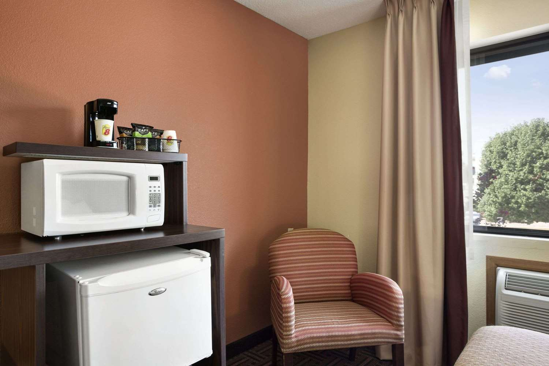 Amenities - Super 8 Hotel Carbondale