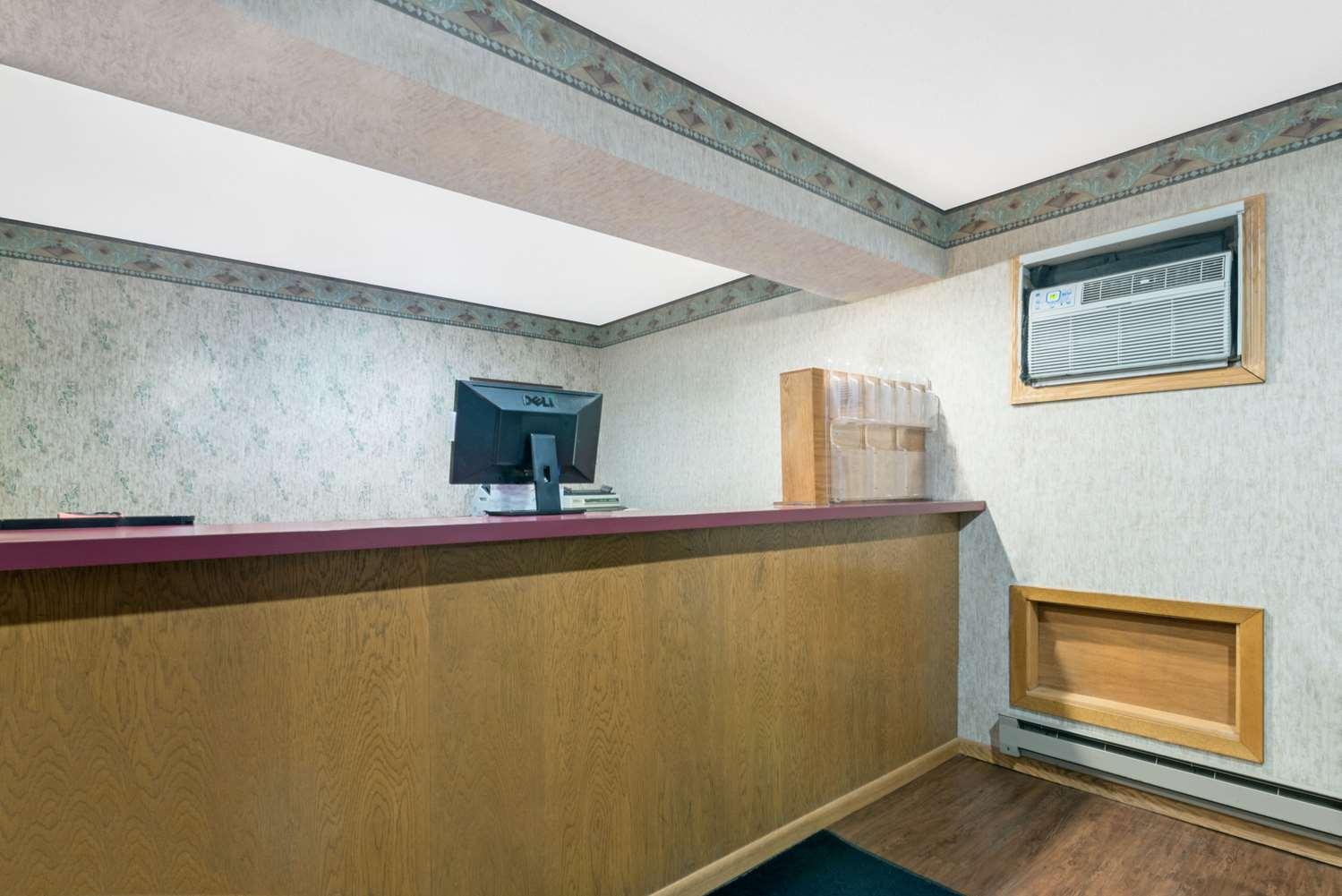 Lobby - Super 8 Hotel Milbank