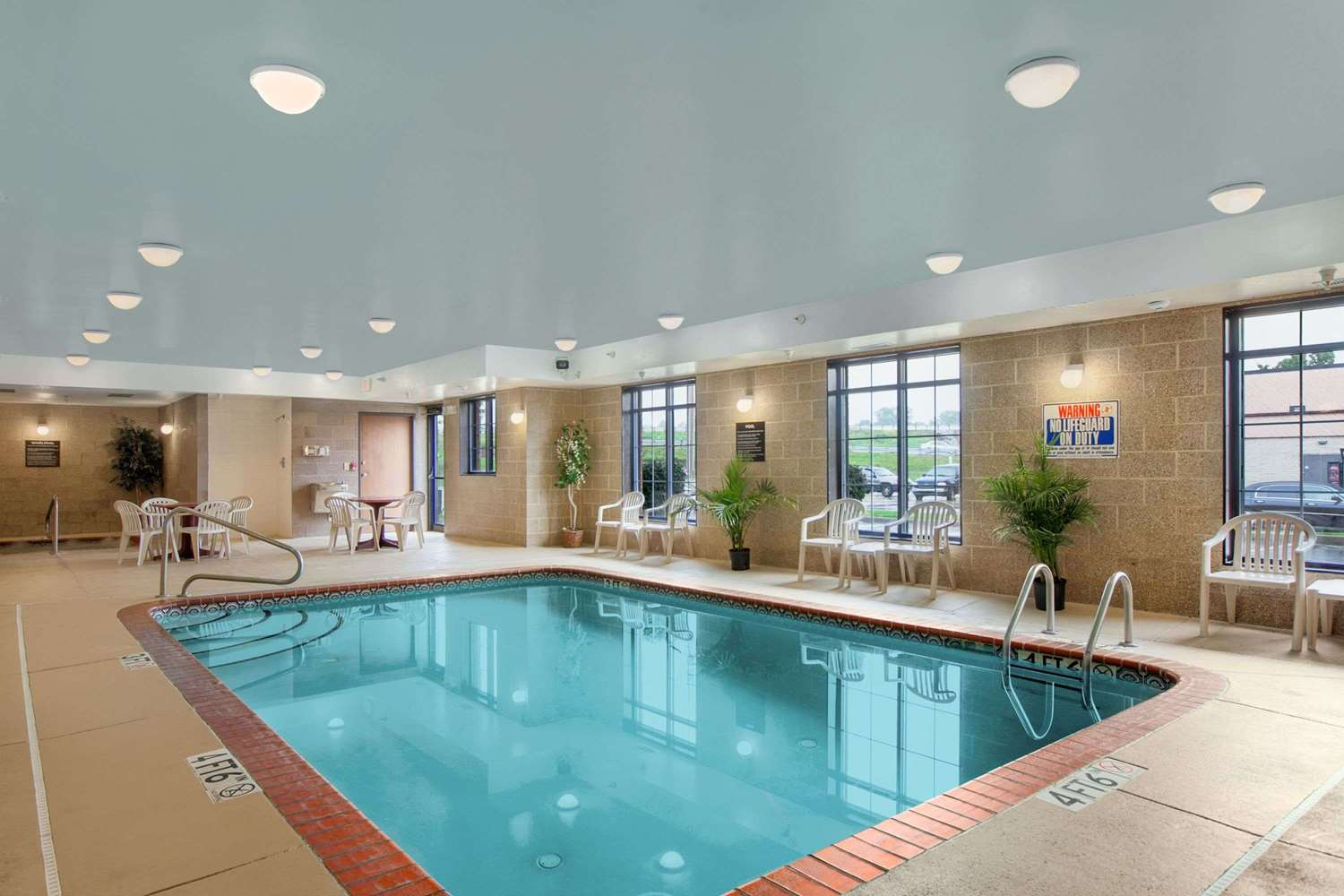 Pool - Super 8 Hotel Uniontown