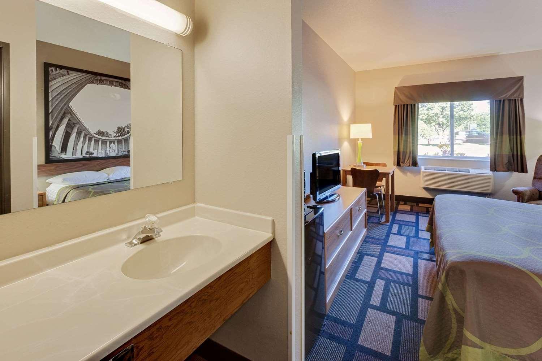 Room - Super 8 Hotel Uniontown