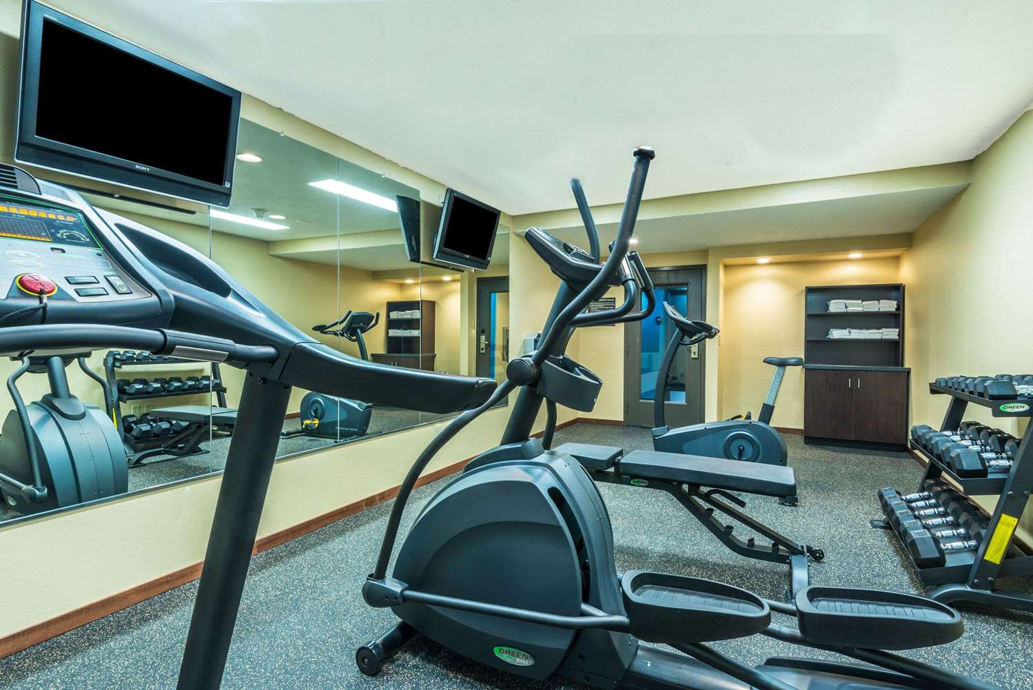 Fitness/ Exercise Room - Baymont Inn & Suites Copley