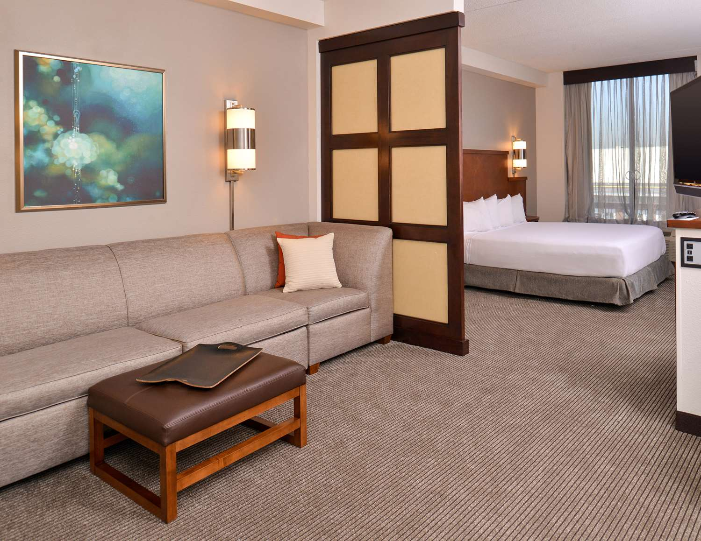 Room - Hyatt Place Hotel Garden City