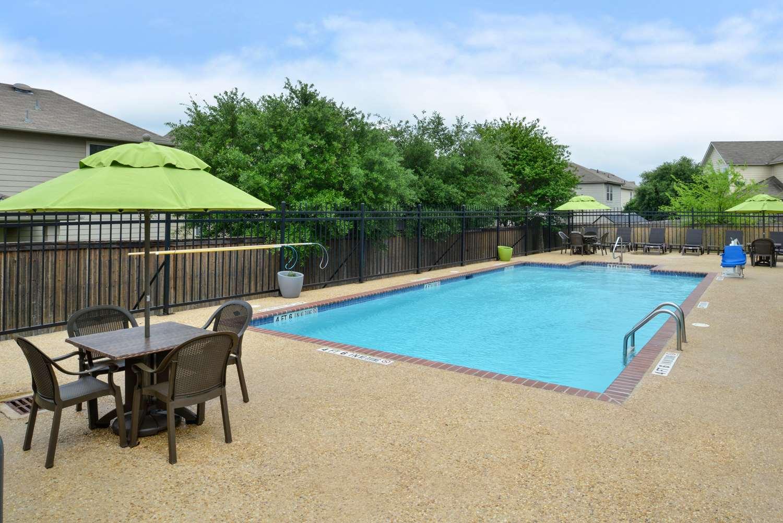 Pool Best Western Boerne Inn Suites