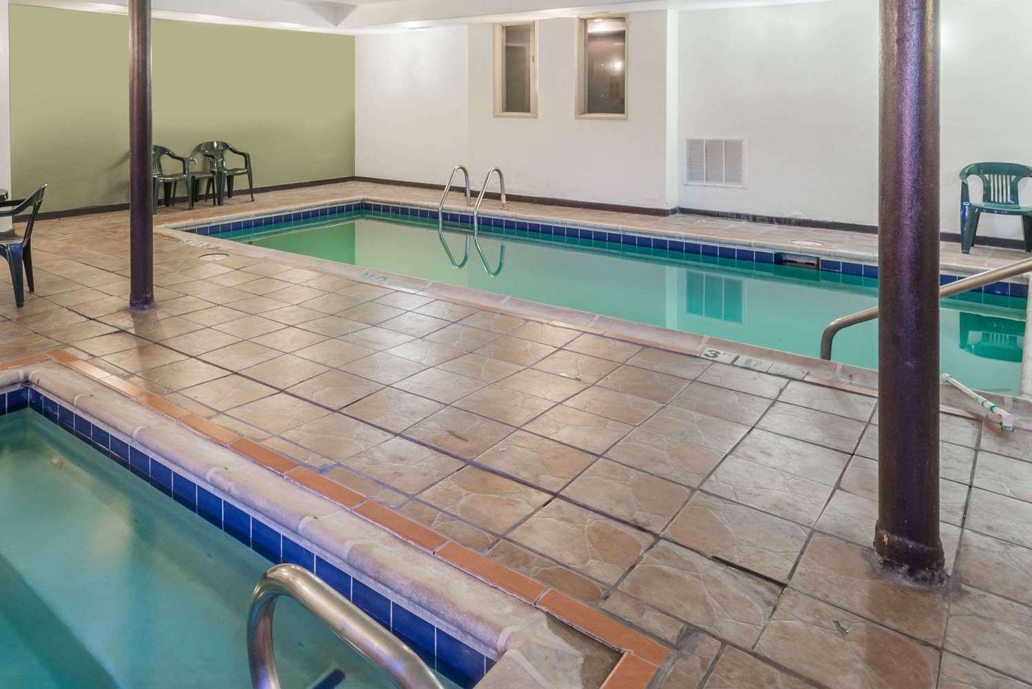 Pool - Baymont Inn & Suites Pueblo
