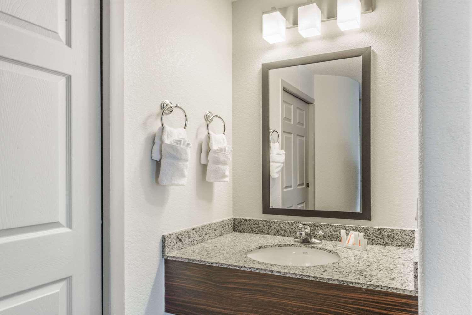 Room - Baymont Inn & Suites Pueblo