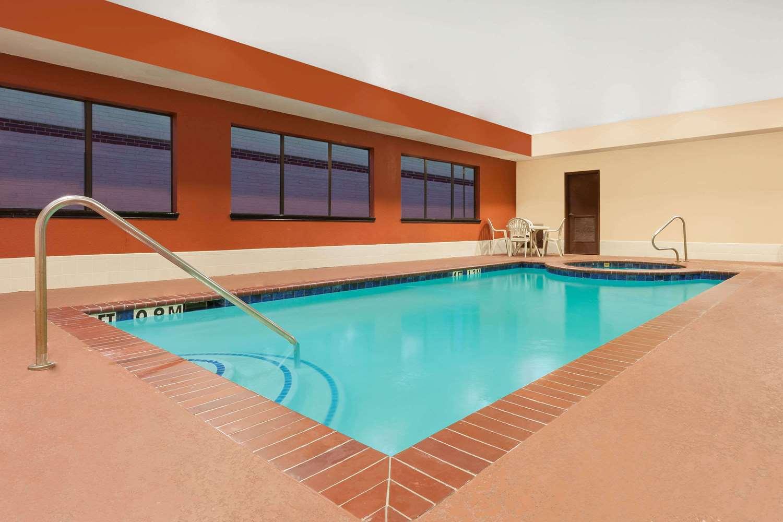 Pool - Days Inn Kemah