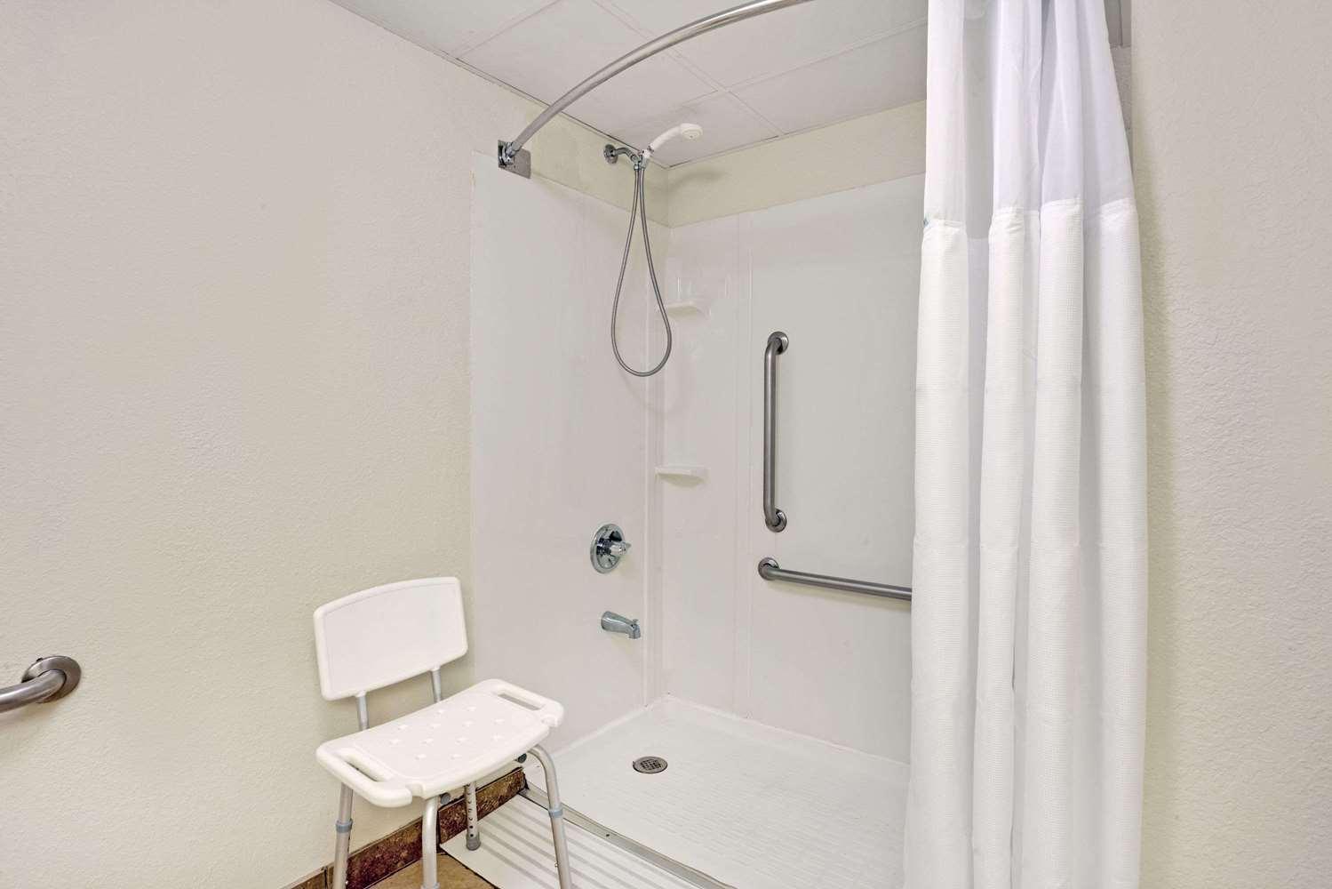 Room - Wyndham Garden Hotel Executive Park Charlotte