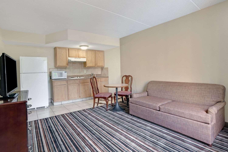 Suite - Wyndham Garden Hotel Executive Park Charlotte