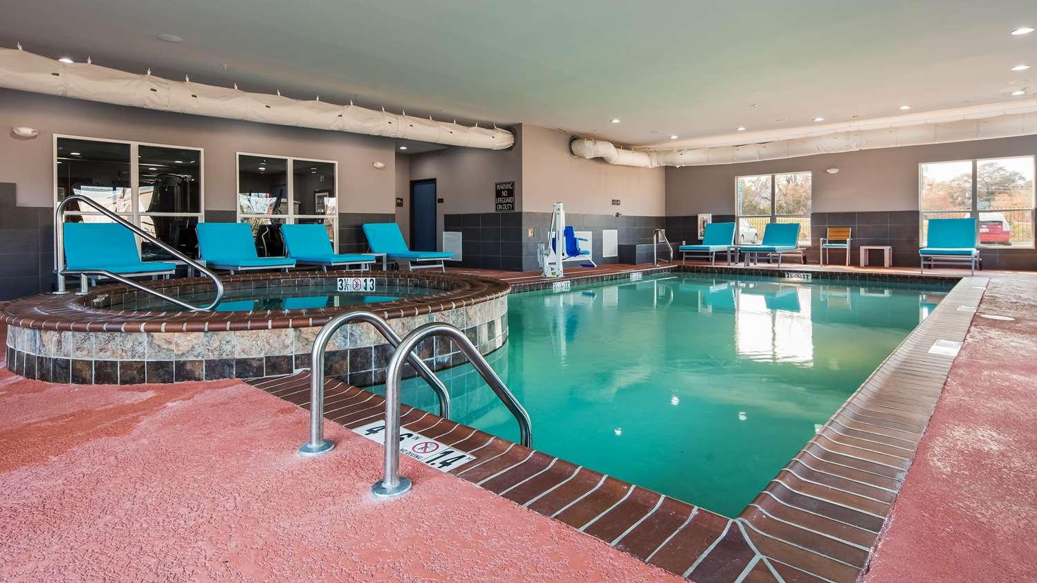 Pool - Best Western Plus Airport Inn Shreveport