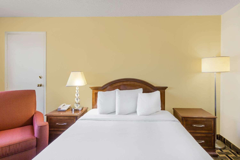 Room - Travelodge Reno