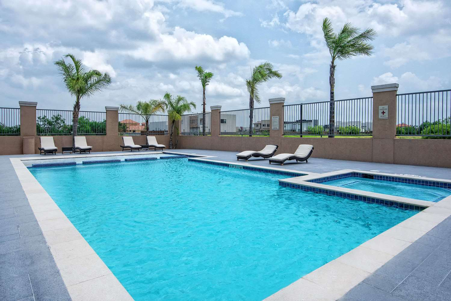 Pool - Hawthorn Suites by Wyndham McAllen