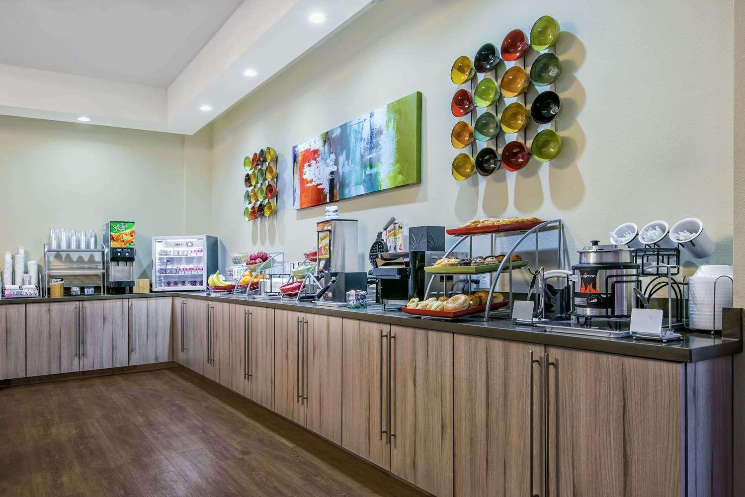 Restaurant - Hawthorn Suites by Wyndham McAllen