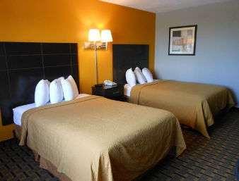 Room - Ramada Hotel Davenport