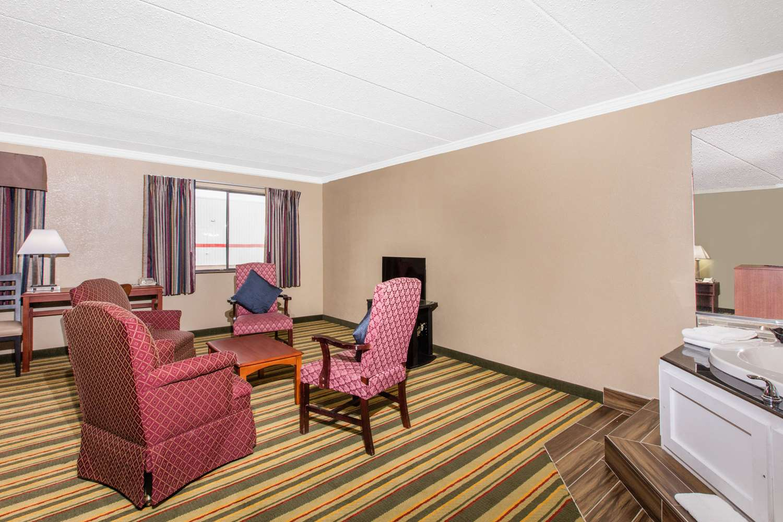 Suite - Super 8 Hotel Frederick