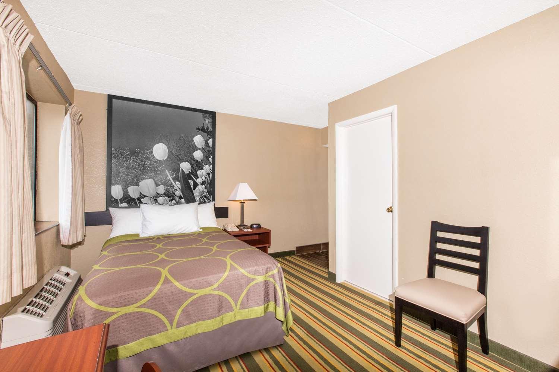 Room - Super 8 Hotel Frederick