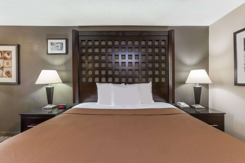 Room - Super 8 Hotel Atoka
