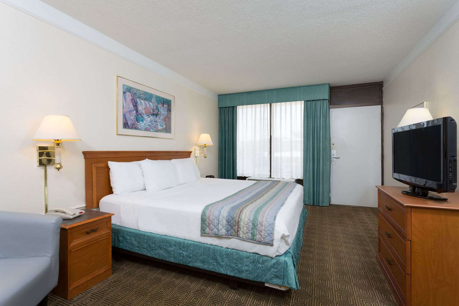 Room - Days Inn & Suites Bristol